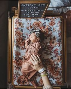 Welcome little Emersyn! Welcome little Emersyn! Baby Mine, Mom And Baby, Newborn Pictures, Baby Pictures, Cute Kids, Cute Babies, Sweet Baby Photos, Newborn Announcement, Baby Cooking