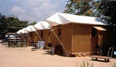 Paper log house de Shingeru Ban, réalisée en 1995. Habitat d'urgence en cas de catastrophe; peut contenir une famille.