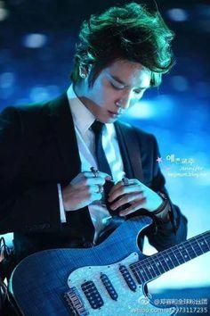 Yong Hwa.. it's been a long time I don't pin his pic n suddenly just felt to do so... #cnblue
