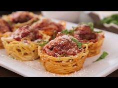 She Stuffs Spaghetti Into a Muffin Tin. What She Makes Will Impress All of Your Dinner Guests. Spaghetti and Meatball Muffin Bites Muffin Tin Recipes, Muffin Tins, Spaghetti Nester, Spaghetti Bolognaise, Appetizer Recipes, Appetizers, How To Make Spaghetti, Making Spaghetti, Spaghetti Noodles
