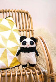 Modèle Doudou - Alix panda kawai Panda, Kawaii, Crochet, Wool, Ganchillo, Crocheting, Pandas, Knits, Chrochet