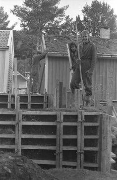 Arbeid med tomten til Soar bedehus i Byg..., Arbeid med tomten til Soar bedehus i Bygata på Romsdalsmuseet. Bradley Mountain, Backpacks, Backpack, Backpacker, Backpacking