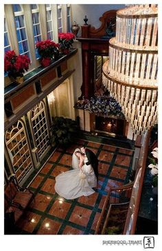 Picture perfect. Jericho Terrace's extended grand lobby is the perfect backdrop for your wedding photographs.