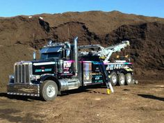 Ready to Work! Huge Truck, Tow Truck, Big Trucks, Towing And Recovery, Tow Mater, Bicycle Bag, Peterbilt Trucks, Sports Equipment, Crane