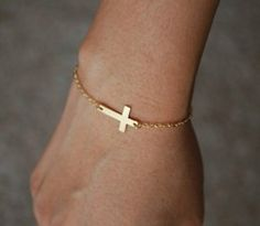 love this simple gold bracelet