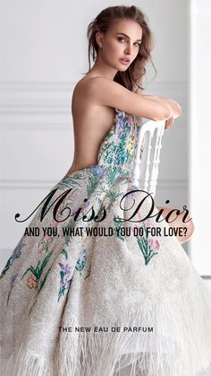 Christian Dior enlists Academy Award-winning actress Natalie Portman to star in the fragrance campaign for their new edition of Miss Dior Eau de Parfum. Parfum Dior, Dior Perfume, Fragrance Parfum, Christian Dior, Dior Couture, Natalie Portman Miss Dior, Nathalie Portman, Mannequins, Most Beautiful Women