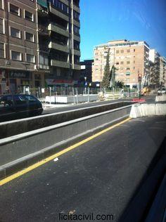Jardinera en la mediana del tramo 4, metro Granada, Camino de Ronda.