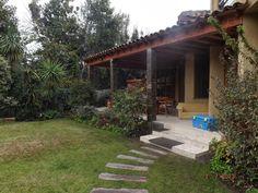 PERGOLAS Y QUINCHOS: quinchos Outdoor Kitchen Grill, Backyard Kitchen, Outdoor Kitchen Design, Backyard Patio, Outdoor Patio Designs, Outdoor Decor, Rock Steps, Getaway Cabins, Outdoor Living