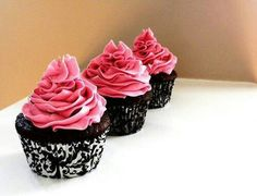 #cakes #pink #icing #chocolate #fancycakecases