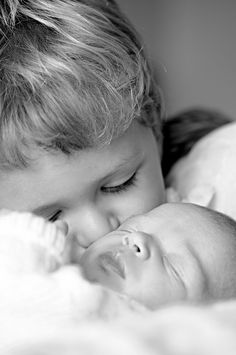 Sibling love is the strongest<3 cute kiss