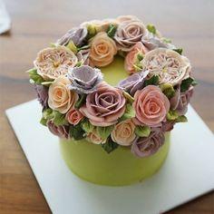 Thailand student's work.. wreath style flower cake... #koreanbuttercream #2 #instagood #cake #cakeicing #buttercream #flowers #flowercake # #flower #buttercreamflowers #flowercake #kissthecake #blossom #wreath #케익 #케이크 #플라워케이크 #꽃 #버터크림 #키스더케이크 #버터플라워케이크 #버터크림플라워케이크