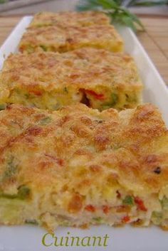 BIZCOCHO DE VERDURAS Y ATÚN INGREDIENTES 120 gr . de queso emmental 150 gr . de pimiento verde 150 gr . de pimiento rojo 150 gr . ... Fish Recipes, Gourmet Recipes, Low Carb Recipes, Cooking Recipes, Healthy Recipes, Quiches, Easy Cooking, Healthy Cooking, Salada Light