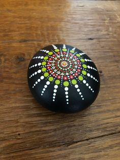 Handgemalte Mandala Stein/Felsen – All For Garden Rock Painting Patterns, Rock Painting Ideas Easy, Dot Art Painting, Rock Painting Designs, Pebble Painting, Pebble Art, Stone Painting, Art Art, Mandala Art