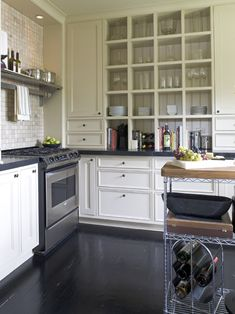 I like the cabinets which go to the ceiling to the countertops.