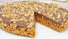 No-bake Snickerskake med cornflakes Cornflake Cake, Cornflakes, Cake Recipes, Dessert Recipes, Sweet Corner, Norwegian Food, No Bake Snacks, Sweet Cakes, No Bake Cake