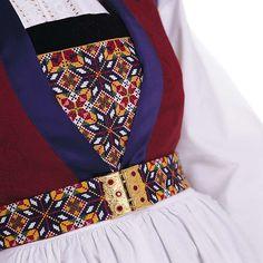 Bilderesultater for fanabunad bringeduk Hardanger Embroidery, Folk Embroidery, Cross Stitch Embroidery, Embroidery Patterns, Folk Costume, Costumes, Safari, Bridal Crown, Color Shapes