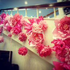 もちろん薔薇だけじゃなくて階段横の装飾も頑張りました!基本的にはどんな場所にも装飾する事が出来ます ただ、やっぱり紙のお花なので雨には弱い水濡れ厳禁です!  #petaldesign #giantpaperflower #paperflowers #flowerwall #paperdesign #flowerbackdrop #paperwall #papercraft #paperfloralwall #paperflowerwall #paperflowerbackdrop #backdrop #ジャイアントペーパーフラワー #ブライダル #結婚式 #ウエディングフォト #マタニティフォト #フラワーデザイン #フラワー #フラワーアレンジメント #ペーパークラフト #ペーパーアイテム #ペーパーフラワー