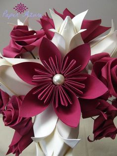 Check out this new 6 petal Kusudama origami flower! These are very popular at…