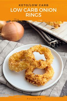 The concept of an onion ring seems insane until you take your first bite. Transforming a tear-inducing onion slice into something this delicious is nothing short of culinary magic. This recipe allows you to make your onion rings keto-friendly, healthy, and satisfying. Low Carb Dinner Recipes, Appetizer Recipes, Keto Recipes, Healthy Recipes, Healthy Eats, Low Carb Ketchup, Keto Snacks, Keto Foods, Low Carb Side Dishes