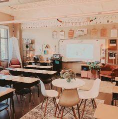 English Classroom Decor, Kindergarten Classroom Decor, Diy Classroom Decorations, Modern Classroom, Classroom Setup, Classroom Design, School Classroom, Future Classroom, Classroom Organization