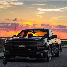 trucks and cars Chevy Trucks Lowered, Gm Trucks, Cool Trucks, Pickup Trucks, Lifted Trucks, Silverado Nation, Silverado Truck, Chevrolet Silverado, Silverado 1500