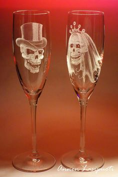 wedding glasses with skulls for the incurably gothic Fete Halloween, Halloween Themes, Halloween Weddings, Halloween Kitchen, Skull Decor, Skull Art, Festa Pin Up, Our Wedding, Dream Wedding