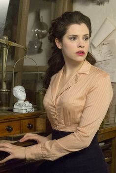 Jessica De Gouw as Mina Murray in Dracula TV Series - sky.com/dracula