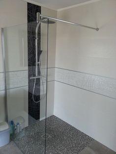 Vitre Lunes de chez Novellini pour douche italienne 120*120. - Barre de douche Oblo Chrome Jacob Delafon.