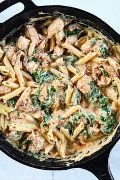 This Creamy Tuscan Chicken Pasta is garlicky, cheesy, and delicious. And the best part is that it only takes 30 minutes to make! Chicken Cast Iron Skillet, Cast Iron Chicken Recipes, Cast Iron Skillet Cooking, Iron Skillet Recipes, Cast Iron Recipes, Chicken Skillet Recipes, Skillet Dinners, Tuscan Chicken Pasta, Chicken Pasta Dishes