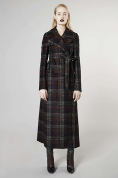 Almost makes me wish I lived in a cold climate again!  Rochas Pre-Fall 2016 Fashion Show