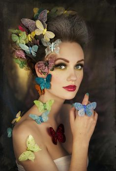 Mariposas y mujer por Marit Kristine Aasen on Madame Butterfly, Butterfly Kisses, Butterfly Art, Butterfly Fashion, Costume Papillon, Fantasy Makeup, Fantasy Art, Halloween Makeup, Halloween Costumes