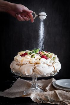 Easy australian pavlova recipe with the kitchenaid artisan mini mixer - crunchy meringue with lashings of Köstliche Desserts, Delicious Desserts, Dessert Recipes, Yummy Food, Plated Desserts, Australian Pavlova Recipe, Australian Food, Australian Desserts, Snacks