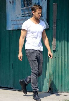 Ryan Gosling on the set of ''Only God Forgives'' in Thailand Ryan Gosling Style, Look Fashion, Mens Fashion, Straight Guys, Famous Men, Hollywood Actor, Man Crush, To My Future Husband, Types Of Fashion Styles
