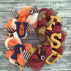 For the house divided 🏉🐊 Two Rusty Horseshoes has all your seasonal wreaths covered, as well as wood advent calendars and more wood decor!! Come see for yourself at our Sassy Market next month!! Custom orders welcome! Link in bio 🤓 . . . #sassymarket #holidaygifts #holidaygiftguide #wreaths #collegefootball #fsualumni #uf #gonoles #gogators #handmadewreath #supportlocalbusiness #womeninbusiness #gifts #holidaygiftguide #tampa #newtampa