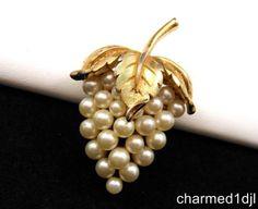 Vintage Crown TRIFARI Faux Pearl Grape Cluster Brooch Pin Gold Tone Very Nice! $24.00