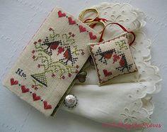 Petit accessoire, pochette à ciseaux et coussin assorti de Couleurs Croisees punto de cruz cross stitch point de croix