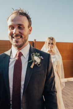 Grey suit + burgundy tie + rustic boutonniere | Image by Teresa Jack Photography