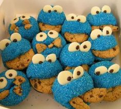 move over elmo cupcake... make way for COOOKIE MONSTER