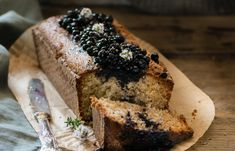 Blueberry and lemon poppyseed cake. Paleo Treats, Banana Bread, Blueberry, Benefit, Sweet Treats, Lemon, Baking, Healthy, Cake