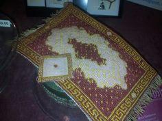 Tappeto bordeaux e oro con cuscino 1:12 www.framini.blogspot.it