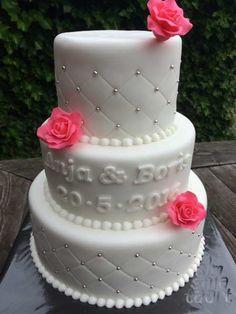Witte Bruidstaart met Roze bloemen | Simsalataart 06 53751516