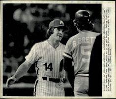 Pete Rose and George Brett 1980 Baseball Star, Royals Baseball, Baseball Teams, Baseball Cards, Pete Rose, Philadelphia Phillies, Cincinnati Reds, Old School, Mlb