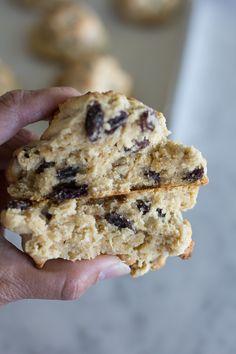 Levain Cookie Recipe, Levain Cookies, Baking Recipes, Cookie Recipes, Dessert Recipes, Bar Recipes, Nutella Biscuits, Cookies Et Biscuits, Oatmeal Raisin Cookies