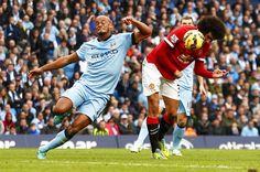 Kompany en Fellaini in de laatste derby van Manchester, gewonnen door City met 1-0.