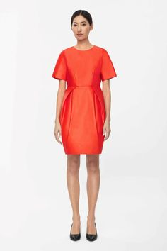 Made from medium-weight cotton with a smooth finish, this fitted dress has a rounded pleated skirt. Coming in at the waist, it has a clean round neckline, subtle side pockets and a hidden zip fastening along the back.