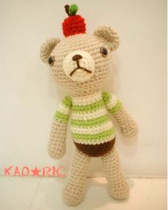 Apr.25.2016  過去作品くまあみぐるみ  こちらも昔の作品でを乗せたクマちゃんこれも作ってすぐにお嫁入りしたのであんまり記憶に無い笑  #編み物#かぎ針編み#くま#あみぐるみ#過去作品#knitting#crochet#amigurumi#bear by _kaoric_