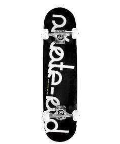 Das Skateboard von Skate Aid besteht aus 7 Schichten Birkenholz, Mini-Logo Bearings, Kingpin Trucks und 54mm 100a Rollen.    Maße: 7,75 x 31,75 Zoll