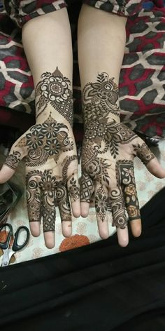 Khafif Mehndi Design, Floral Henna Designs, Indian Henna Designs, Mehndi Designs For Girls, Stylish Mehndi Designs, Dulhan Mehndi Designs, Mehndi Design Photos, Wedding Mehndi Designs, Mehndi Art Designs