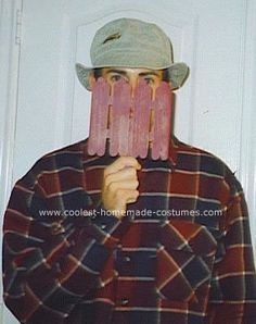 Wilson from Home Improvement 29 Halloween Costumes That Will Make You Nostalgic Topical Halloween costumes aren't for everyone. If you're still not sure what to be this year, get inspired with some awesome homemade costumes based on . Easy Mens Halloween Costumes, Hallowen Costume, Easy Costumes, Homemade Costumes, Funny Halloween Costumes, Couple Halloween, Halloween Outfits, Holidays Halloween, Halloween Diy