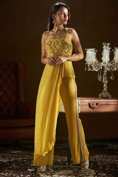 Party Wear Indian Dresses, Designer Party Wear Dresses, Indian Gowns Dresses, Indian Bridal Outfits, Dress Indian Style, Indian Fashion Dresses, Indian Wear, Wedding Outfits, Wedding Couples